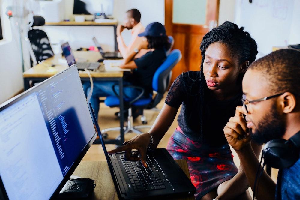 coder permet de pouvoir comprendre et communiquer plus facilement avec son équipe